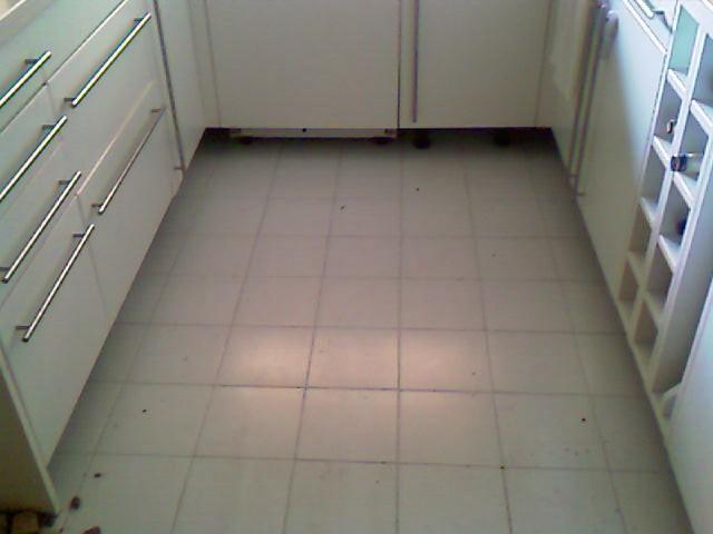 Cambiar suelo de cocina - Cambiar suelo cocina sin quitar muebles ...