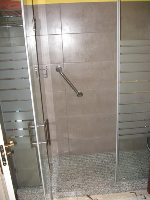 Cambiar ba era por plato de ducha en m rmol for Marmol para ducha