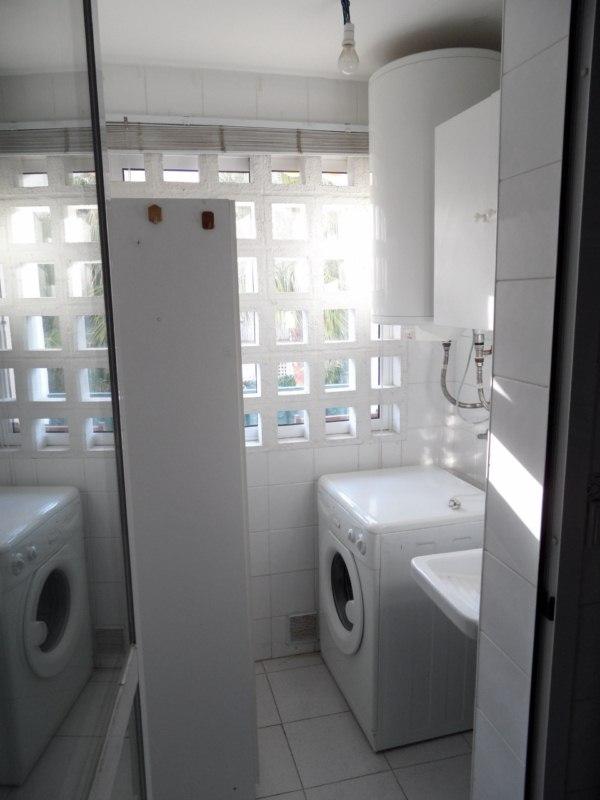 Reformar cocina lavadero y cambiar ventana de sal n for Puerta lavadero
