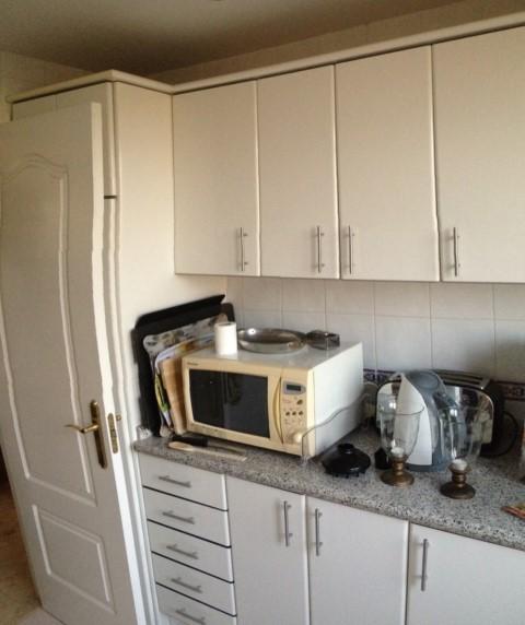 Mover nevera y muebles en cocina - Alicatar cocina detras muebles ...